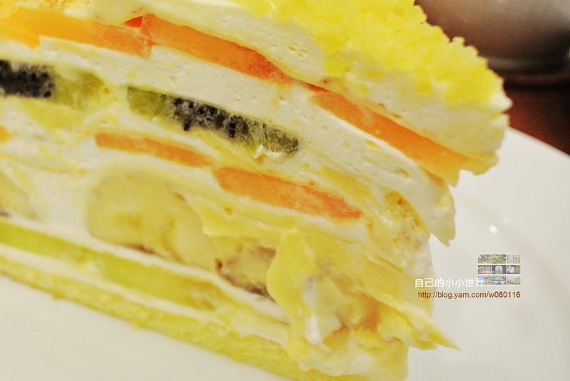 【神戶】。怎麼樣都要去吃一次的日本連鎖甜點Shop — HARBS招牌水果千層蛋糕