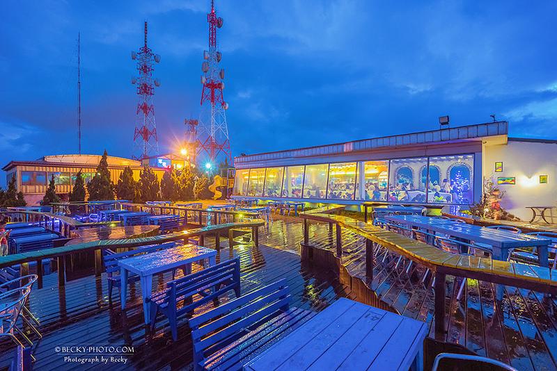 【桃園】。白圍牆地中海夜景餐廳!桃園夜景,兒童溜滑梯,假日現場駐唱 《龍潭乳姑山夜景》 - [自己的小小 ...
