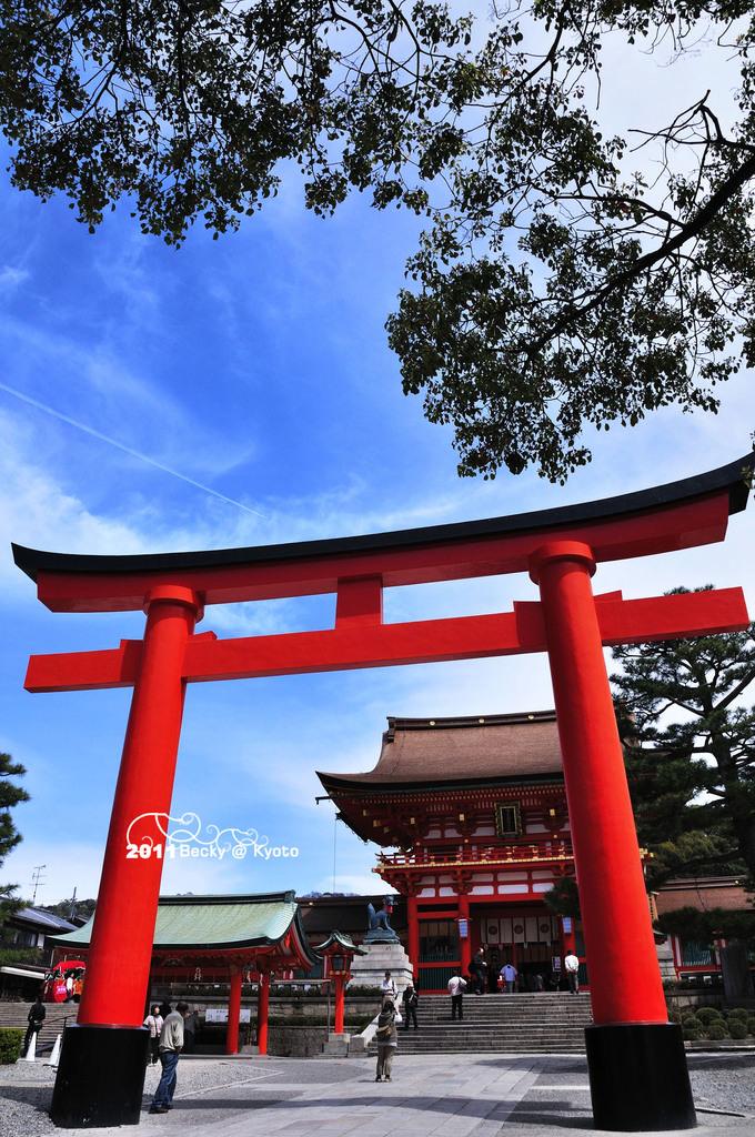 【京都】。伏見稻荷大社祭典(藝妓回憶錄景點之一)