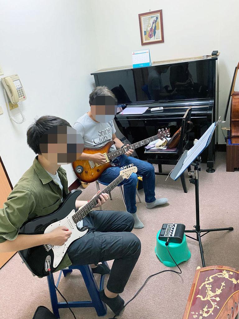 【台南音樂教學/吉他教學】琴芸韻音樂中心  成人吉他教學 台南音樂教學推薦 疫情期間在家動動手指 圓一個年輕的音樂夢