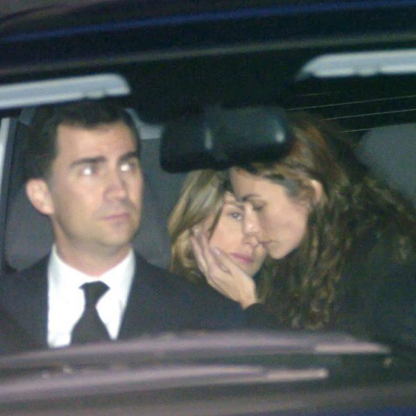 Telma Ortiz consuela a la Reina Letizia tras el funeral de Erika Ortiz  La Familia Real Espaola en imgenes  Foto en Bekia Actualidad