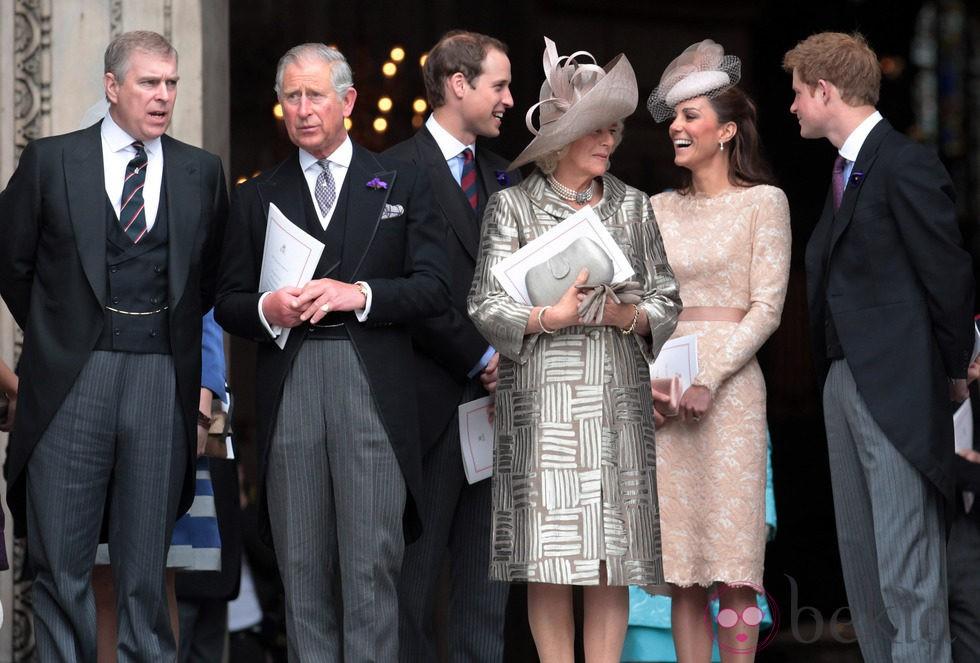 Los Príncipes Andrés Carlos Guillermo Y Harry Y Las