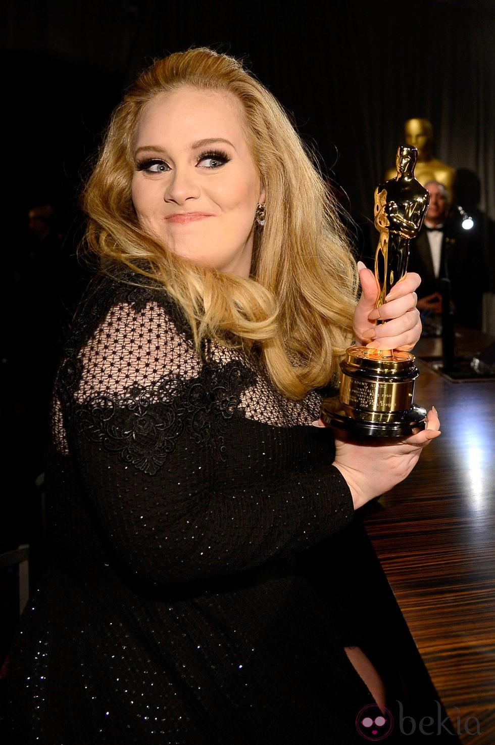Fotos De Adele En La Actualidad : fotos, adele, actualidad, Adele, Presume, Oscar, Fiesta, Governors, Adele,, Cantante, Récord, Bekia, Actualidad