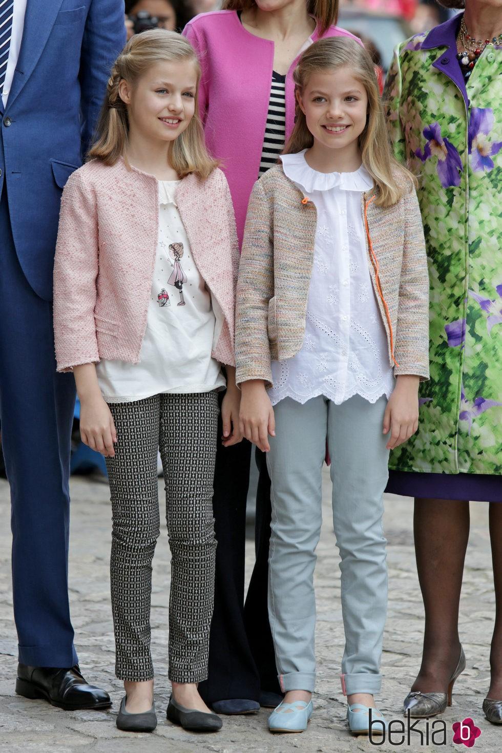 La Princesa Leonor y la Infanta Sofa en la Misa de Pascua