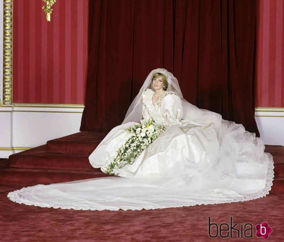 Lady Di vestida de novia el da de su boda  Boda del
