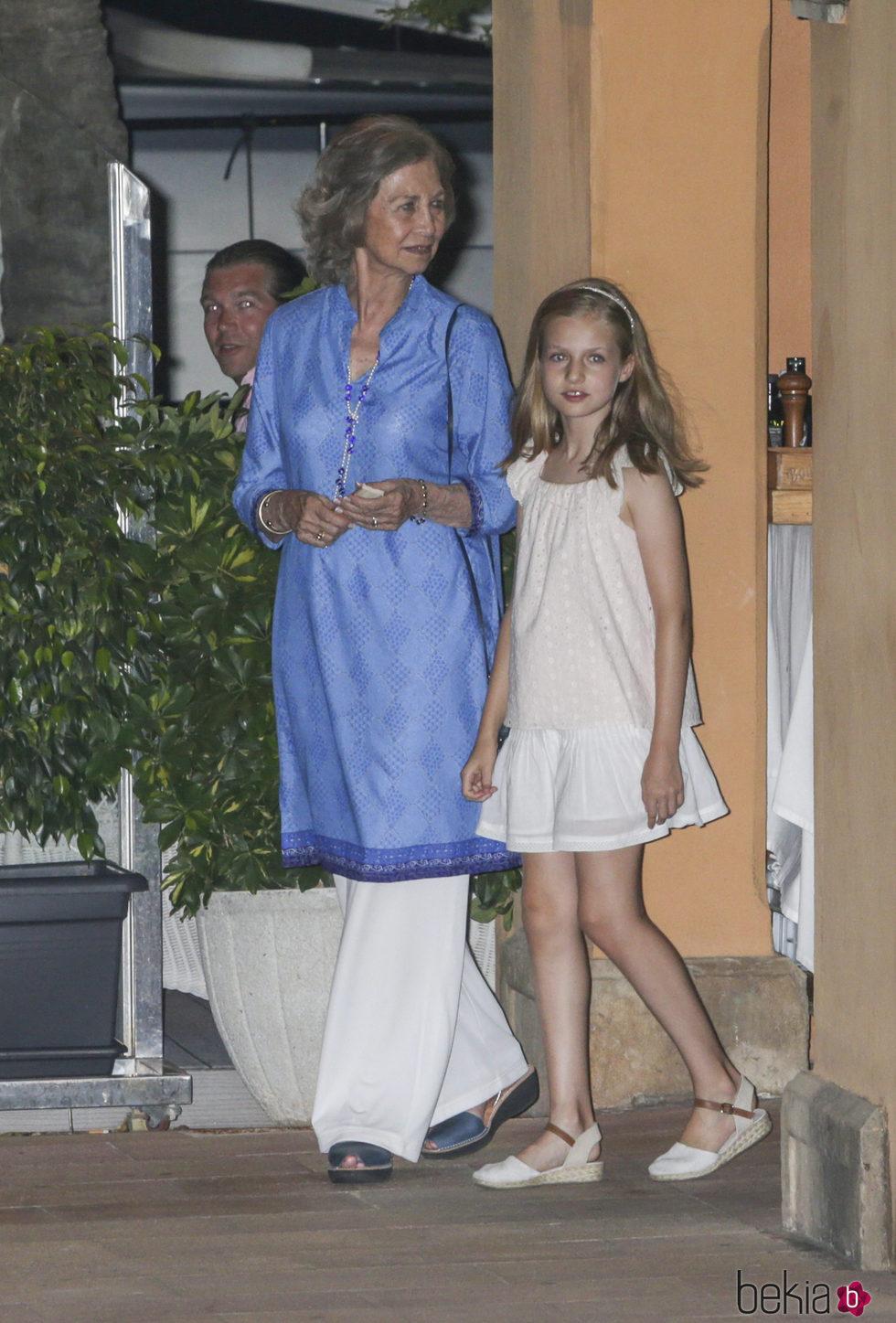 La Reina Sofa con su nieta la Princesa Leonor de cena por