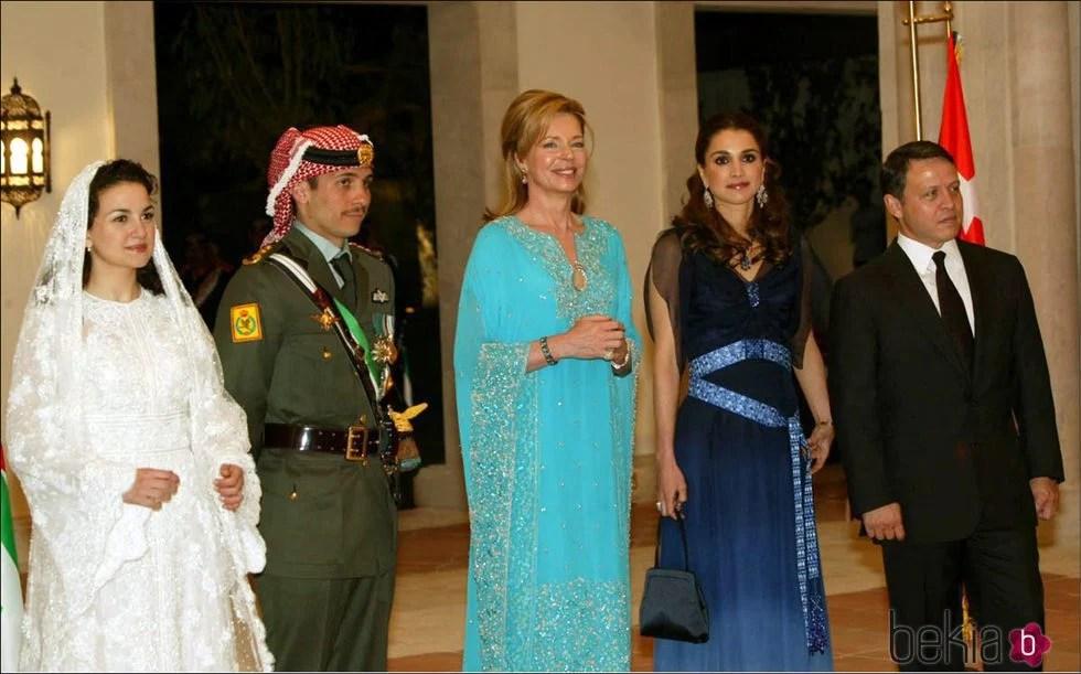 Noor de Jordania junto a Rania de Jordania  La Familia