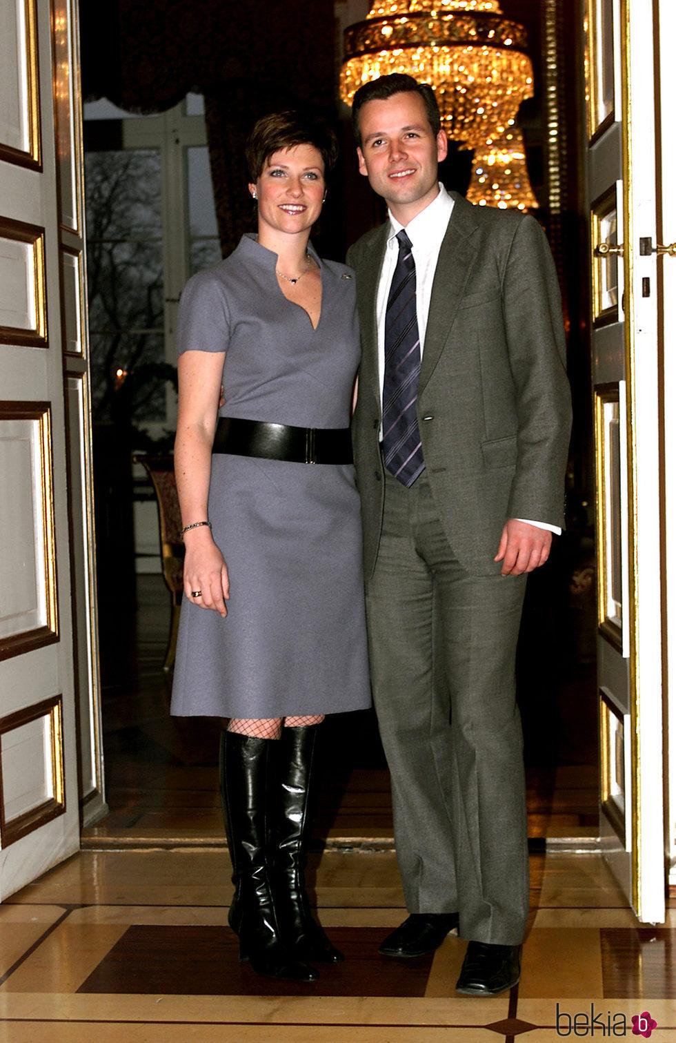 Marta Luisa de Noruega y Ari Behn en el anuncio de su compromiso  La Familia Real Noruega en imgenes  Foto en Bekia Actualidad