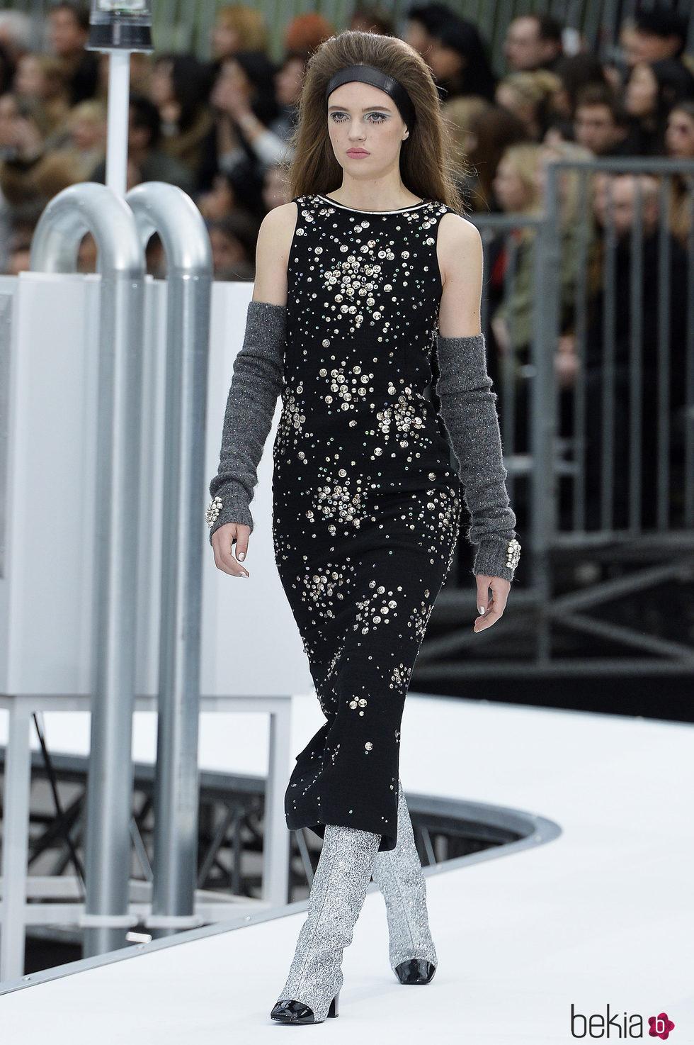 Vestido negro estampado de Chanel otooinvierno 20172018