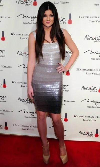 Kylie Jenner brilla con un vestido venda plateado  Looks en Bekia Moda