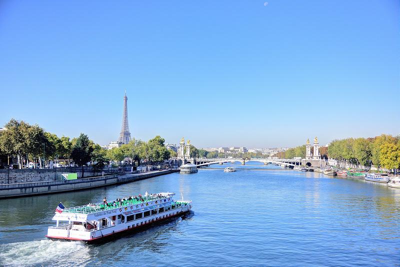 巴黎景點 X 塞納河畔與協和廣場 X 乘船悠遊塞納河畔 - 焦糖熱一點 Bite A Map