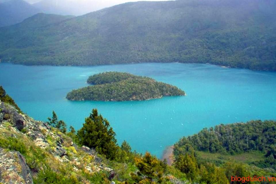Lago Gutierrez, hòn đảo hình trái tim trên hồ Gutierrez, Patagonia, Argentina