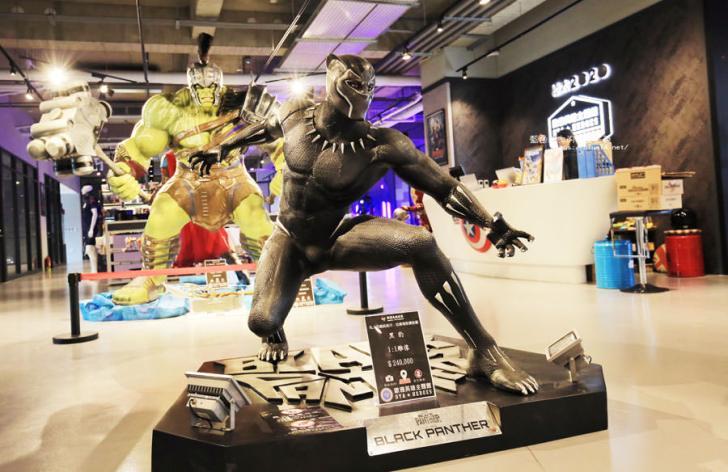 20180222112646 60 - 歐雅英雄主題館-各大英雄公仔與雕像.彩虹球池和溜滑梯.都在總太2020接待中心的二樓.免費參觀