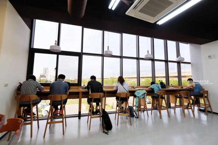 台中西屯│台中市立圖書館溪西分館-可以看到高鐵飛快經過,建築生活美學概念圖書館