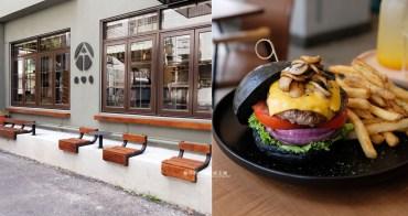 台中西區│AT THREE-裝潢沉穩有質感,還有好拍側牆座位區,漢堡、義大利麵和全日早餐及咖啡