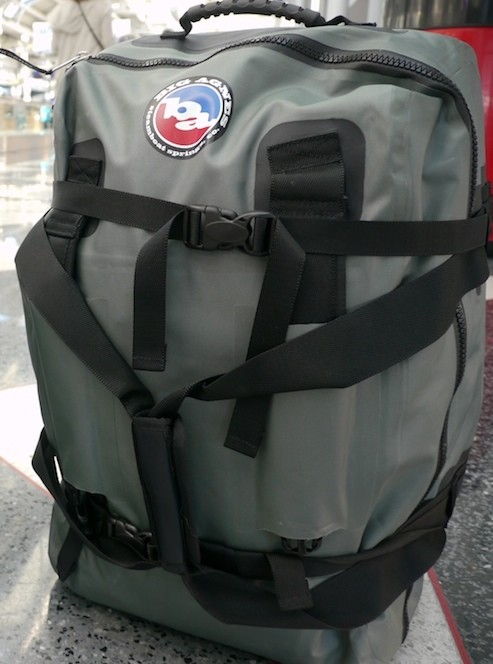 Big Agnes Stagecoach Carry-On Duffle. O'hare Airport. Photo by Justin Gural / JAG::PHOTO / Lumix GH1