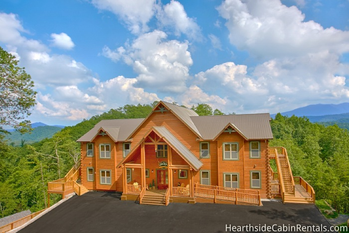 4 person kitchen table hotel suites with 16 bedroom, sleeps 74, the big elk lodge by large cabin ...