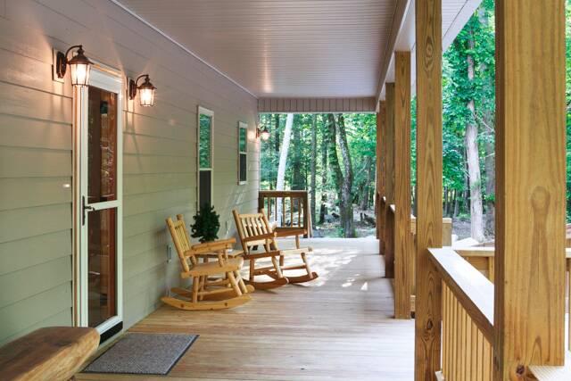 Corks Creekside  Gatlinburg Chalets  Cabin Rentals