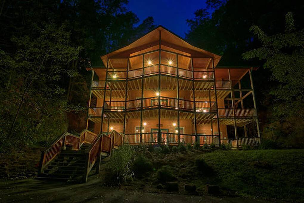 King Of The Mountain  4 Bedroom Cabin Rental