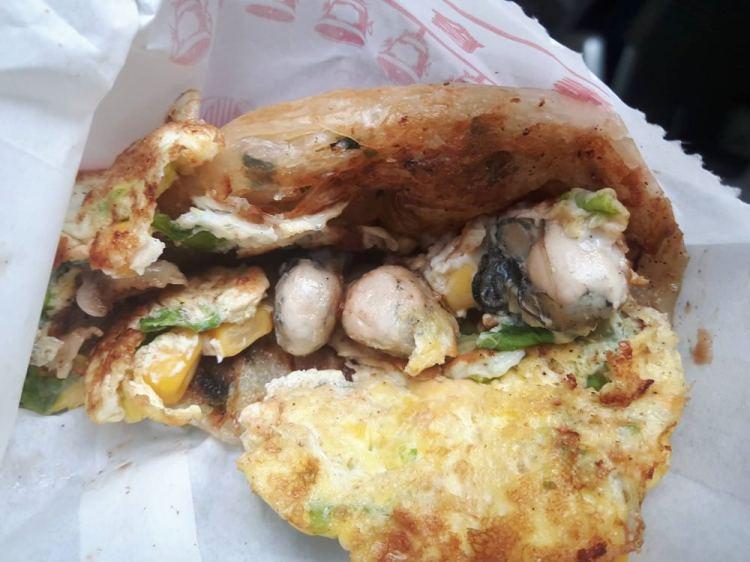 【台南 安南區】天香抓餅。被吃貨評為「台南最神奇小吃店」│飽滿鮮蚵軟嫩爆漿