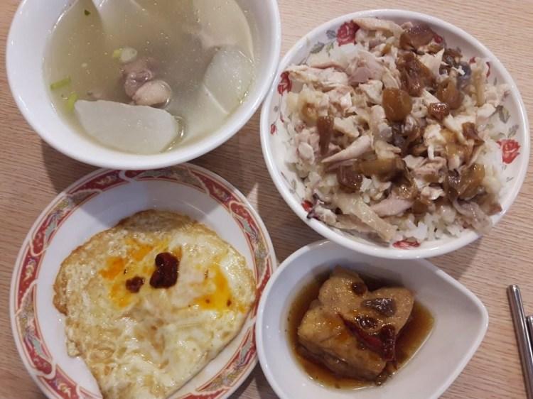 【台南 歸仁】嘉昌土雞肉飯。雞肉飯加上油蔥醬汁,簡單美味,好吃再來一碗|來自台南的鄉村美味