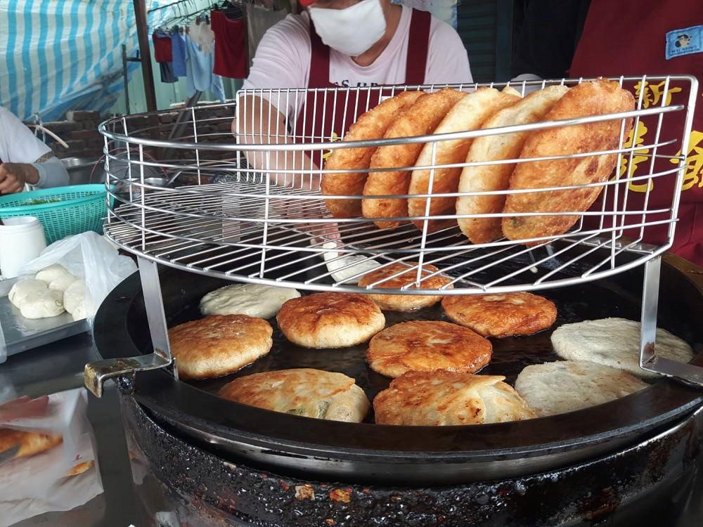 【台南 新化】新化燒餅。在地人的下午點心|一天只賣四個小時|外酥内軟,咬開滿口香!