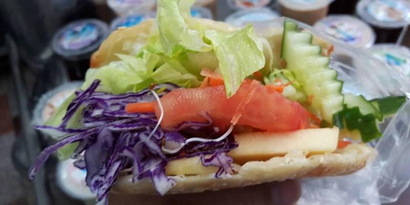 【台南 新化】新化菜市場無名早餐店。沒有招牌,開業70多年|點心都是手工現做現賣|大餅餡餅燒餅蛋餅是經典