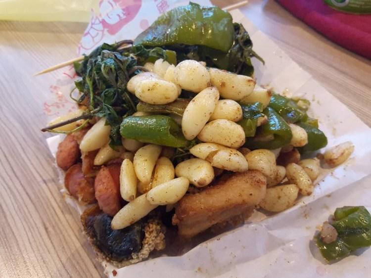 【台南 東區】鹹酥雞配料加購20元,蒜頭多到滿出來! 配料就擄獲人心