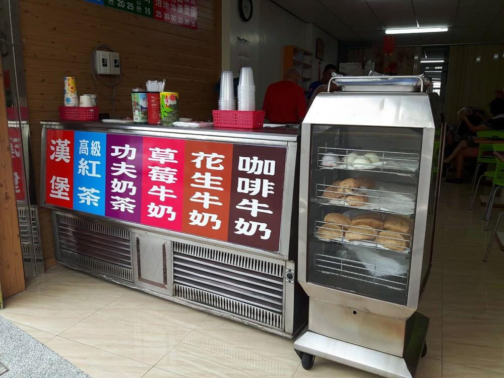 【台南 安南區】綠濃咖啡牛奶專賣店。歌手卓義峰家的早餐店|超人氣蛋餅|必點無敵飲料