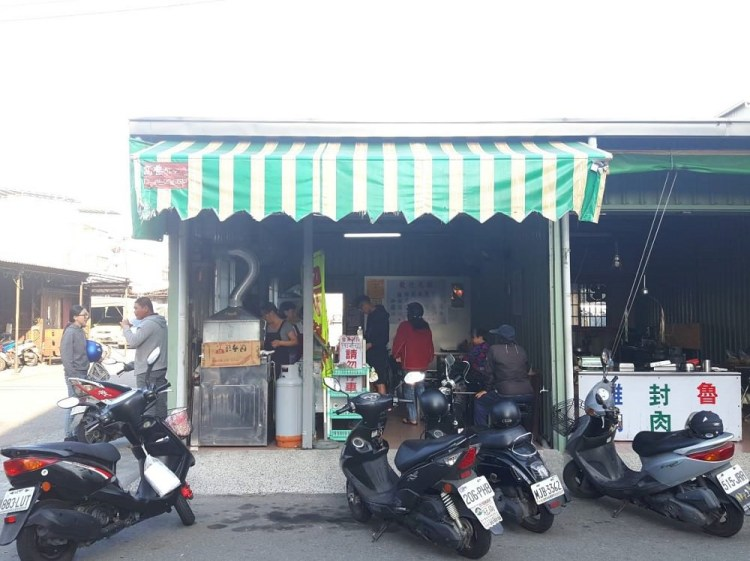 【台南 安南區】國安街無名黑輪店。巷弄內鐵皮屋下的黑輪米血 在地人最愛的下午茶