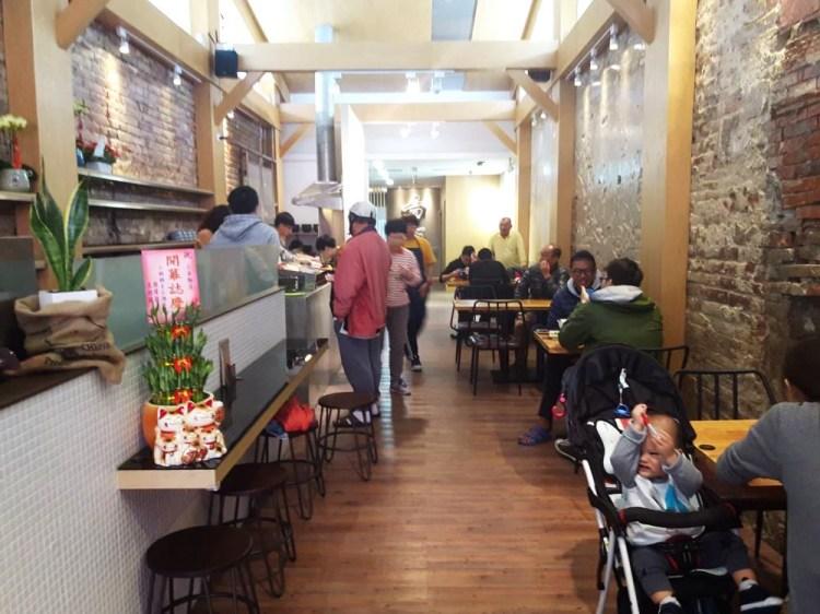 【台南 中西區】小金麵店。老屋蹦出新滋味|在裡面用餐有種悠閒的舒適感