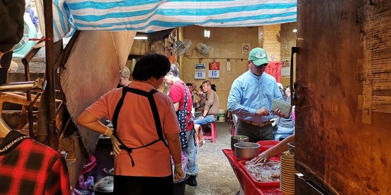 【台南 中西區】鴨母寮垃圾麵(炭火麵)。獨特迷人的炭火香氣 隱藏在傳統市場內
