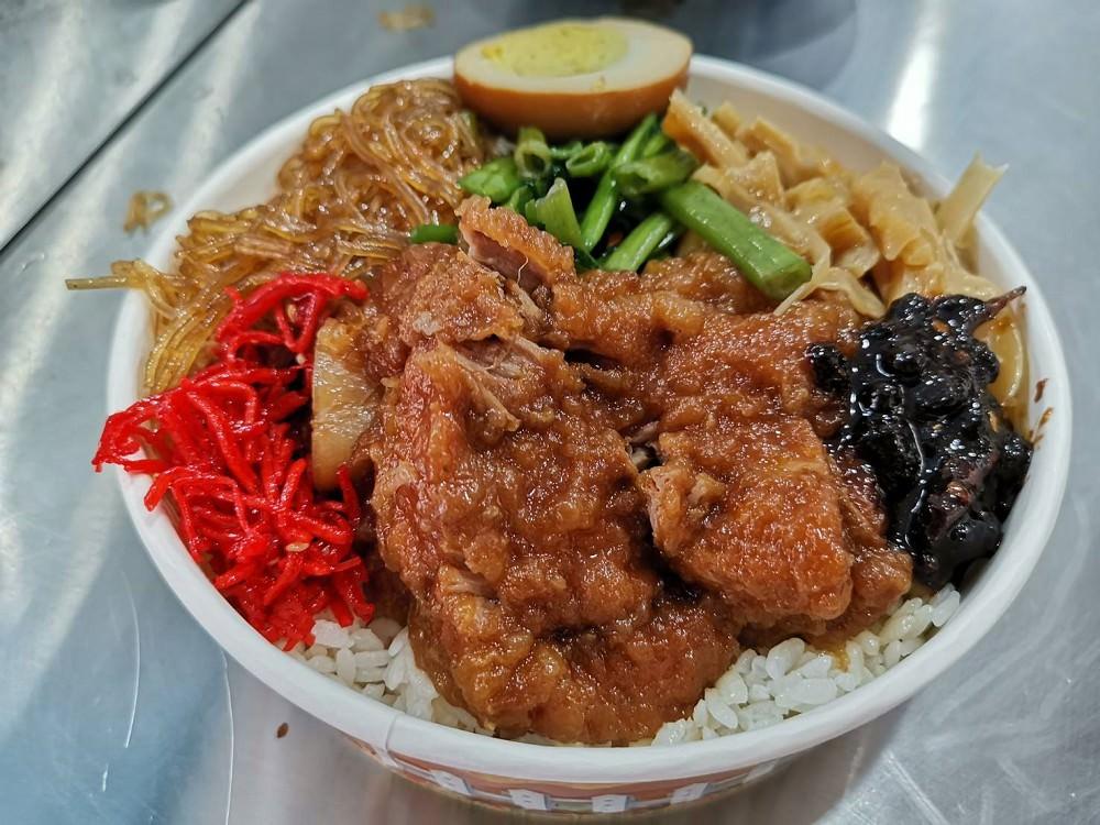 【臺南 中西區】金鶴滷排骨。被網友喻為臺南最好吃的排骨飯|古早味排骨便當 - 吃在臺南