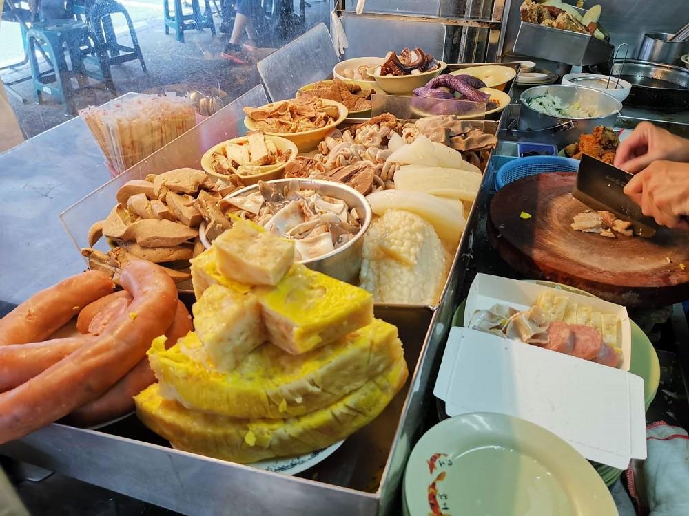 【臺南 中西區】阿龍香腸熟肉。黑白切自由配每樣20元|保安路美食 - 吃在臺南