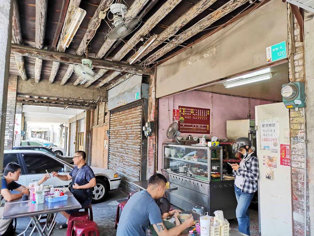 台南陸橋沙茶意麵。沙茶香拌出麵條的獨特美味 老屋訴說陳年往事