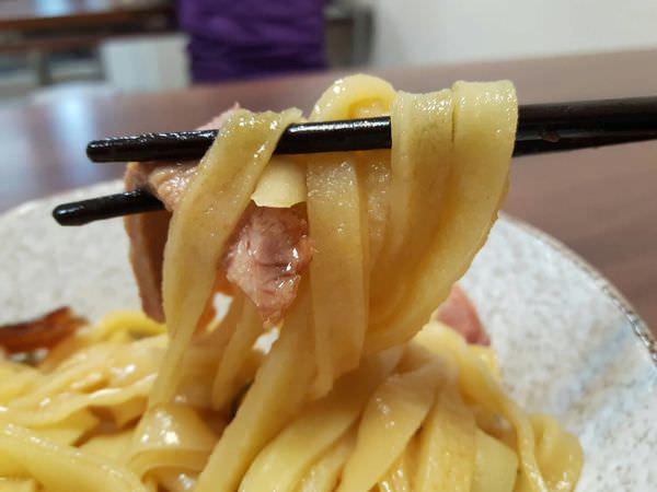 【台南 東區】手工雞蛋麵、燕丸一吃上癮│燕丸肉包肉真費工│