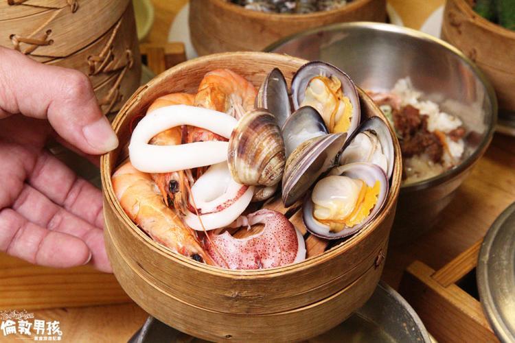 南部特有的飯湯文化~台南「小二月」一個人也能獨享的迷你版海鮮蒸籠塔!