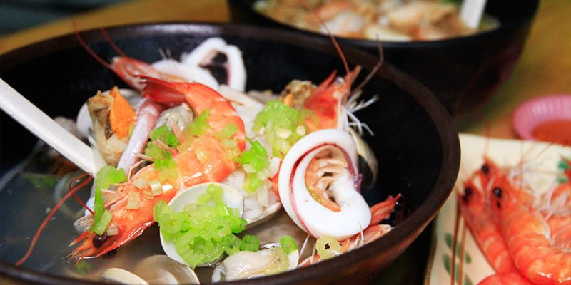 台南消夜推薦,海鮮料多實在「佰九海產粥」一位難求!