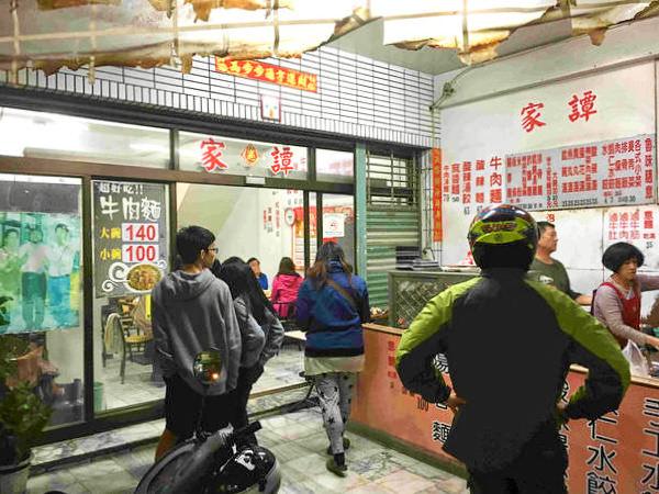 台南永康區「譚家手工家常麵館」,讓人驚豔的牛肉麵、紅油抄手!