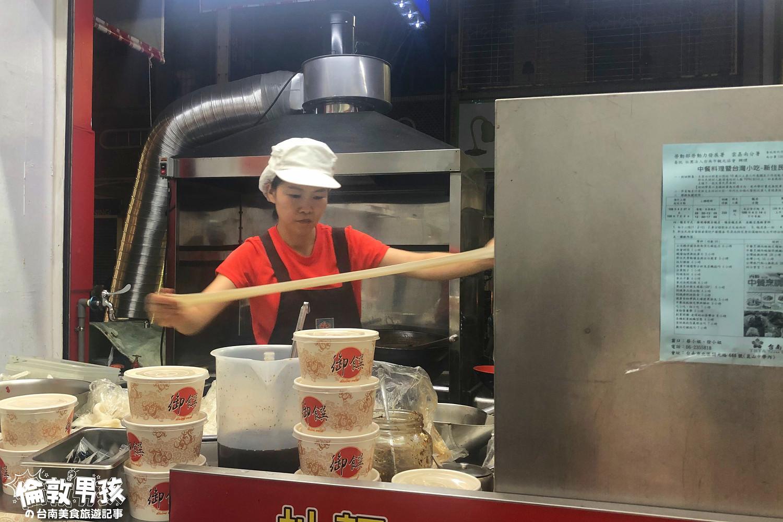 台南富農街「陝西辣妹子」-酸辣的油潑麵,褲帶寬麵、二寬麵嚼勁十足!