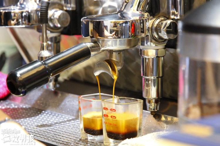 台南冠軍咖啡店-跟著董事長,到古典華麗風格的「莊園26號」來杯世界級的嚴選咖啡!