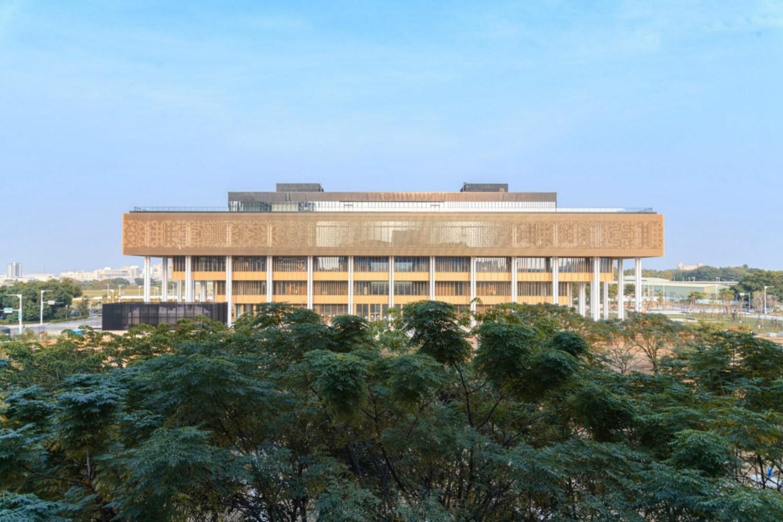 台南 永康 大橋重劃區 台南市圖新總館|24 小時取還書|閱之森親子共融公園