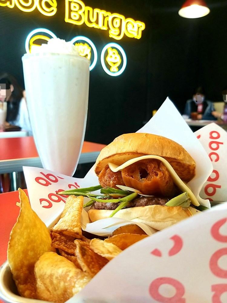 台南 中西區 ABC burger 美式風格漢堡餐廳 熱量放一旁~大口漢堡大口奶昔~爽度無限