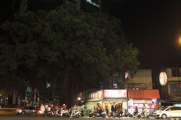 台南碗粿推薦-大榕樹下的經典小吃「南都碗粿」,旅美球星王建民從小吃到大!