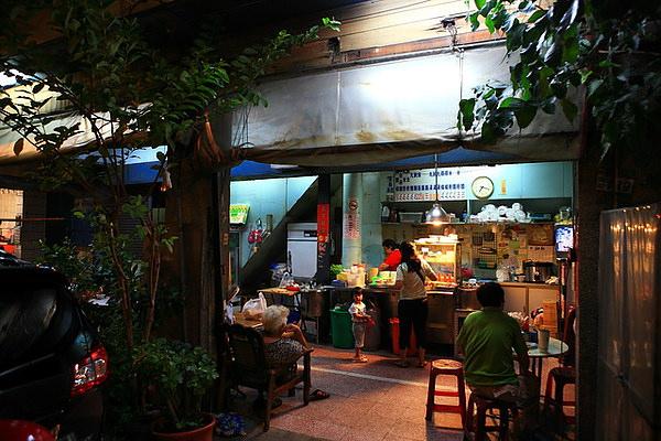 台南中西區-府前路與開山路口的無名陽春麵、炒飯、意麵、魯味