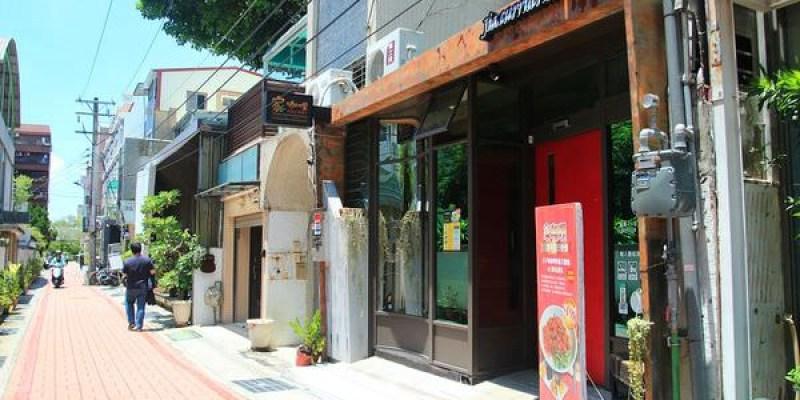 台南成大美食「家咖哩」11週年~古早味咖哩肉燥刀削麵上桌囉!