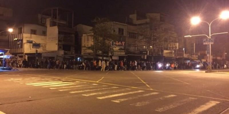 台南228連假被攻陷!六千牛肉湯凌晨排百公尺人龍