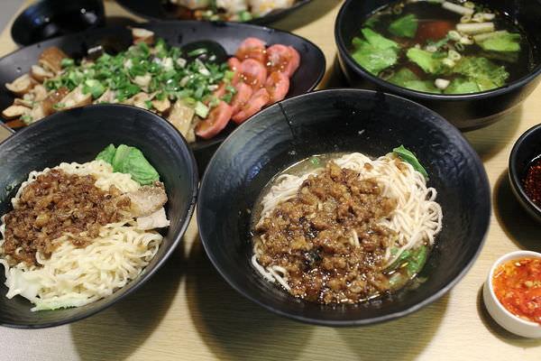 【台南美食】吃麵也能很時尚~外觀超像咖啡館的東城麵家,不只質感好味道也一級棒!
