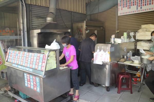 台南‧東區 崇誨市場 陳師父炒飯、燴飯、蛋包飯 |在地人口袋名單