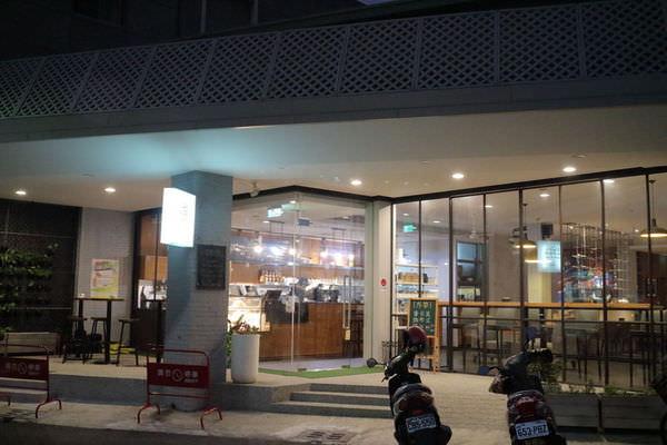 台南「Dual Good 豆谷咖啡」現代化風格的咖啡館,早午餐、披薩、燉飯、輕食沙拉。